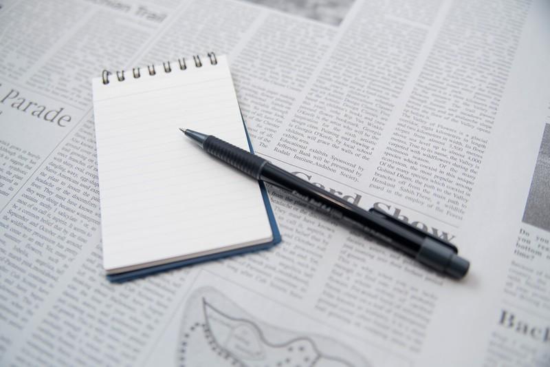 メモとペンの画像